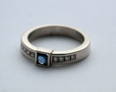 bague-or-saphir-diamants-